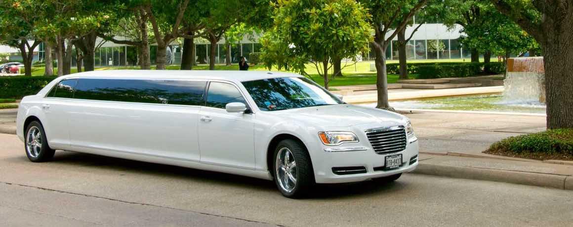 Alquiler limusina blanca Chrysler por dentro en Navarra