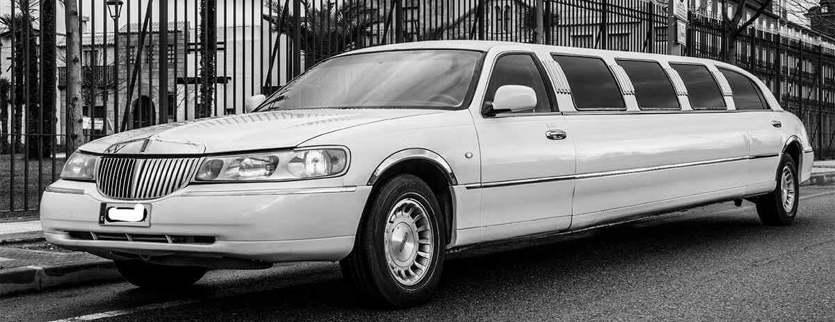 Alquiler limusina blanca Lincoln Town Car en Segovia