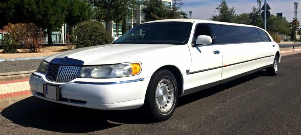 Alquiler limusina blanca Lincoln en Burgos