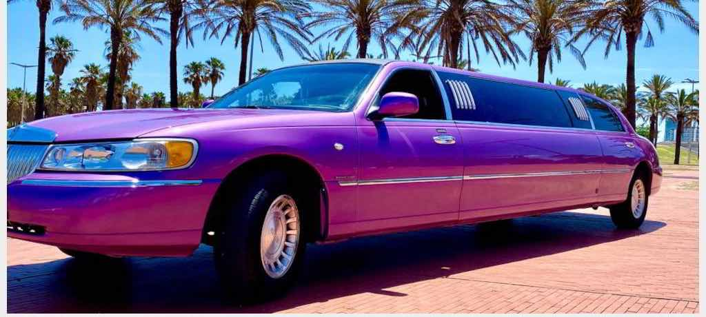Alquiler limusina rosa / lila Lincoln Town Car en Burgos
