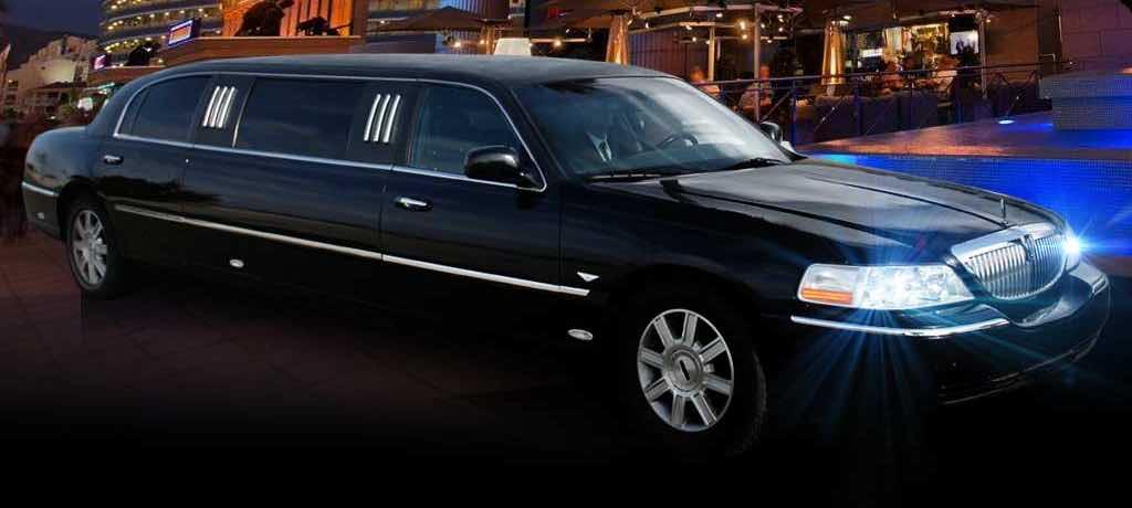 Alquiler limusina negra Lincoln Town Car en Segovia