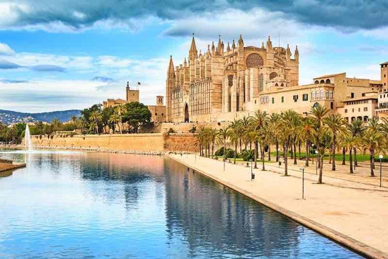 Alquiler de vehículos con Conductor Ciudad Mallorca